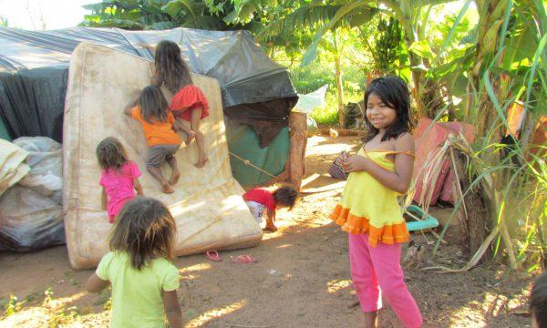 Gemüsegärten als Grundlage für vertriebene Großfamilien