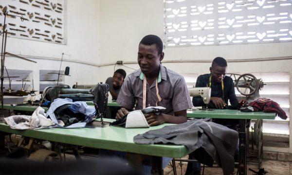 Berufliche Ausbildungen für Jugendliche von der Straße