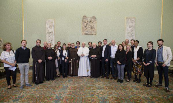 MZF-Mitarbeiter werden bei Privataudienz von Papst Franziskus empfangen