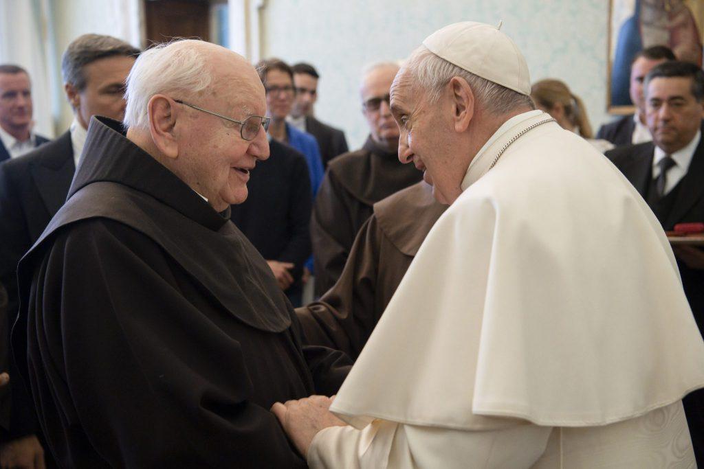 MZF erster Präsident Pater Andreas mit Papst VÖ bitte mit Quellenangabe Vaticanmedia MZF