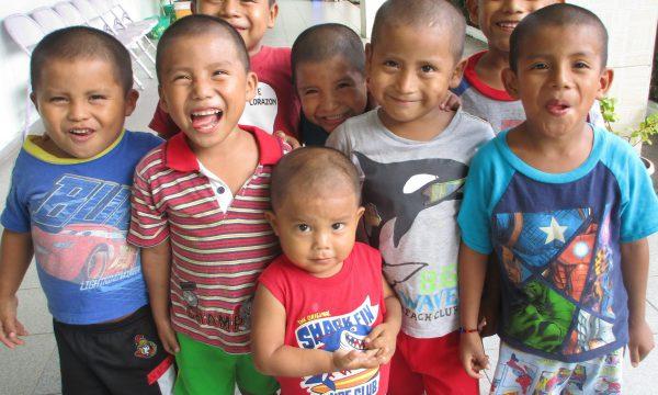 Panama Kinder Jungen Schule Hilfe