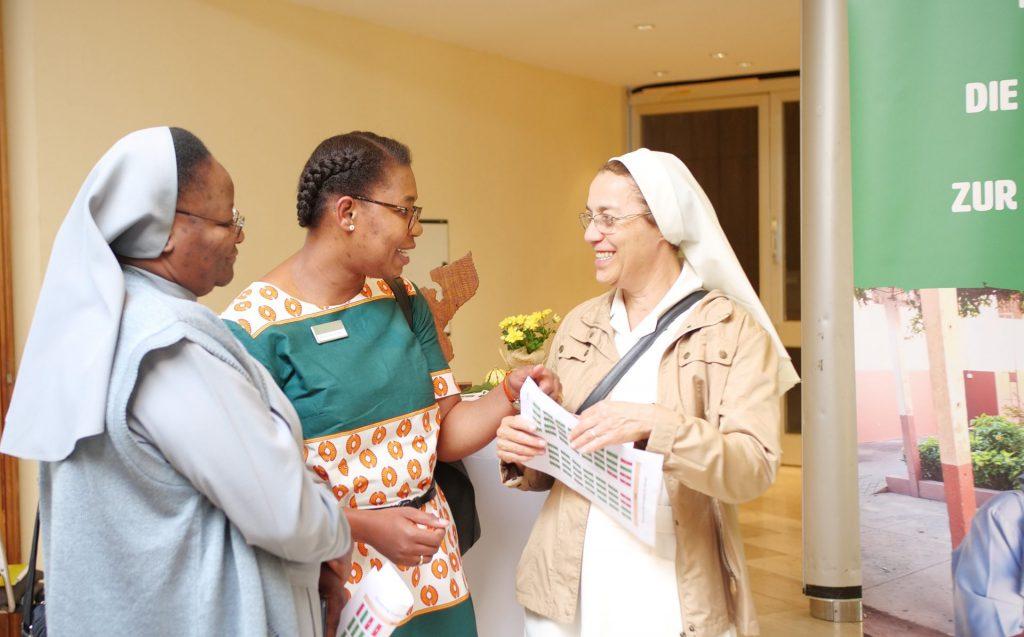 Franziskanerinnen mit MZF-Mitarbeiterin Romana Barros-Said