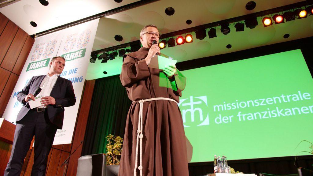 Pater Matthias Maier, Leiter der MZF und David Reusch, kaufmännischer Direktor, auf dem 50-jährigen Jubiläum