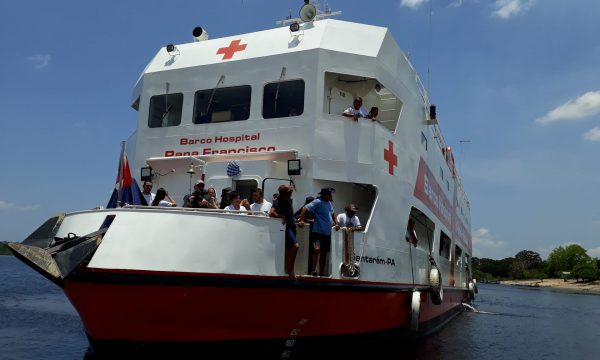 Medikamente für das Krankenhaussschiff der Franziskaner im Amazonas