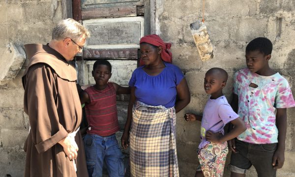 Leben in Ruinen - Schulhilfe für die Kinder in Mosambik