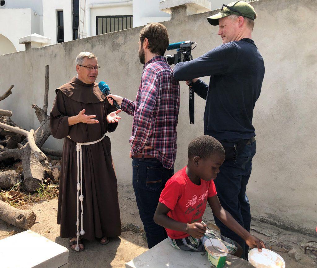 Franziskaner Helfen Leiter Pater Matthias Maier OFM im Interview mit phoenix - Quelle: Katharina Kolano/Franziskaner Helfen