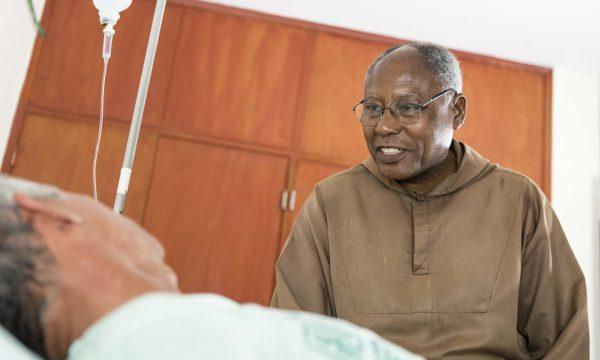 Medikamente und Schutzkleidung für die Patientenversorgung in Óbidos