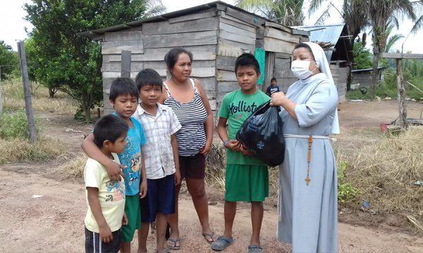 Lebensmittelpakete für die Ärmsten Boliviens in den Zeiten von Corona