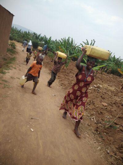 Uganda_water2