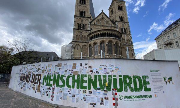 """PM: """"Wand der Menschenwürde"""" ab jetzt am Bonner Münster"""